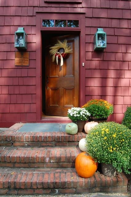 My Houzz: A Pre-Revolutionary Home for a Modern Family farmhouse-entry