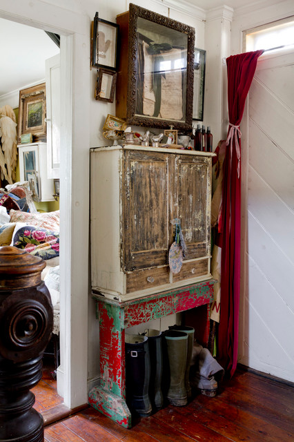 My houzz layers of patina and an artist s touch in a new for Giardino 54 nyc