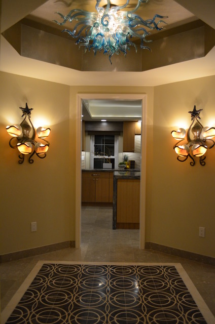 Transitional entryway photo in Miami