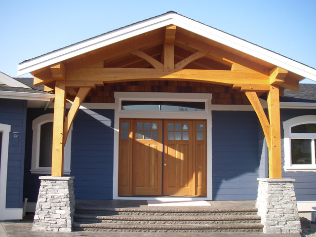 New home construction traditional-entry