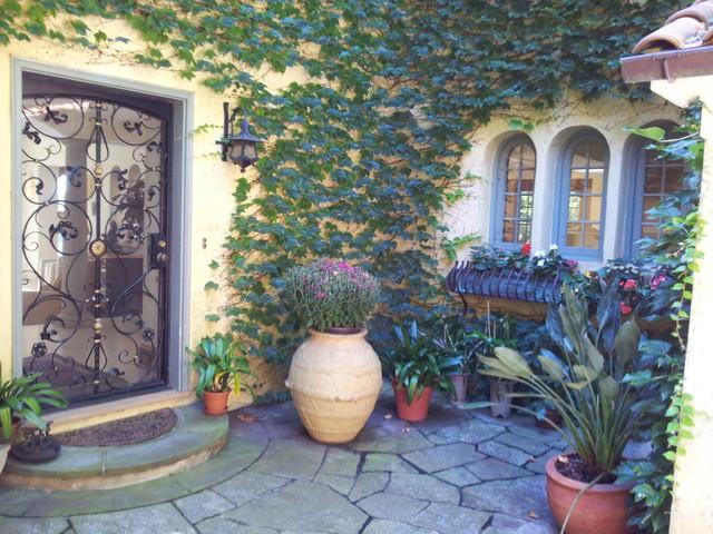 New House Darein mediterranean-entry