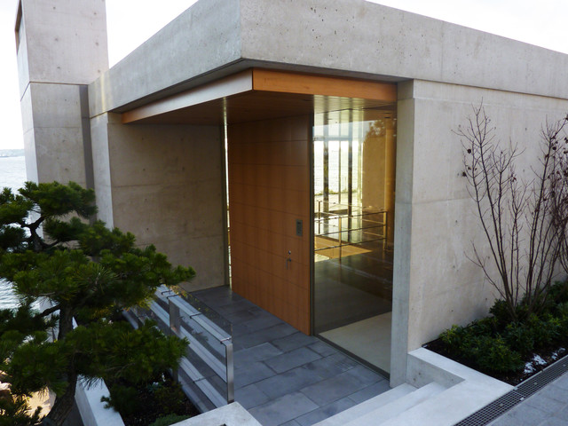 Nick Milkovich - West Vancouver Residence modern-entry