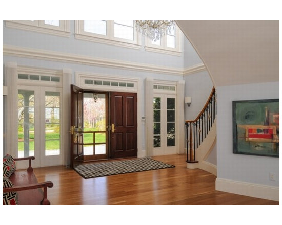Cape Cod Staging Entryway Design Ideas, Pictures, Remodel, and Decor