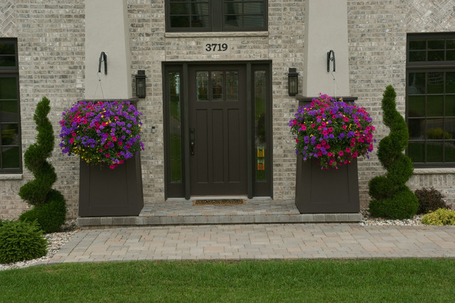 Plantings traditional-entry