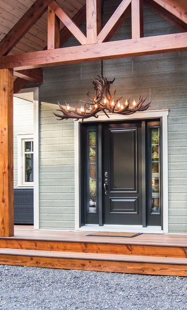 Inspiration for a mid-sized rustic entryway remodel in Montreal with gray walls and a black front door