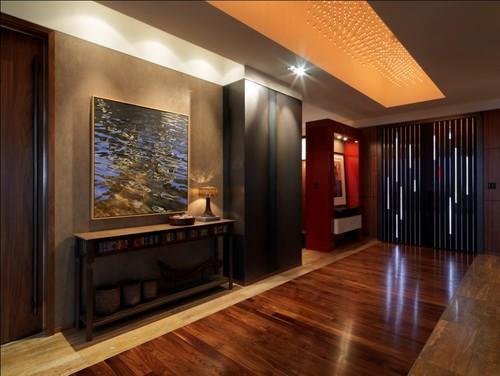 bela transição de piso laminado e mármore