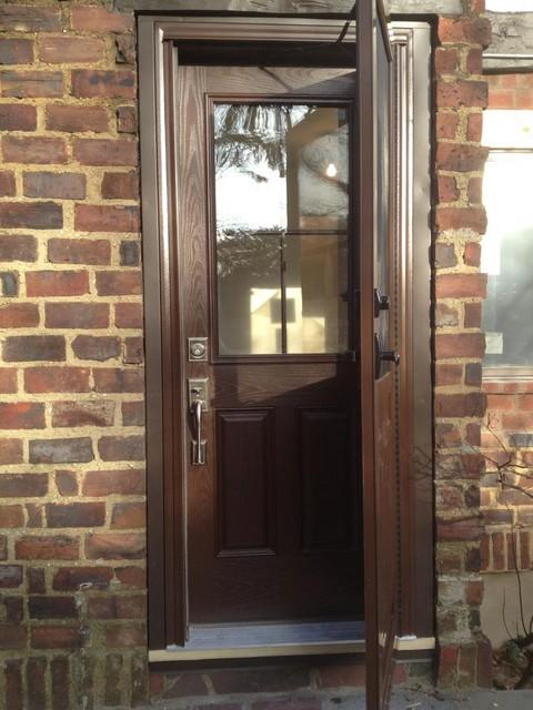Back Door Entry : Rear door window traditional entry