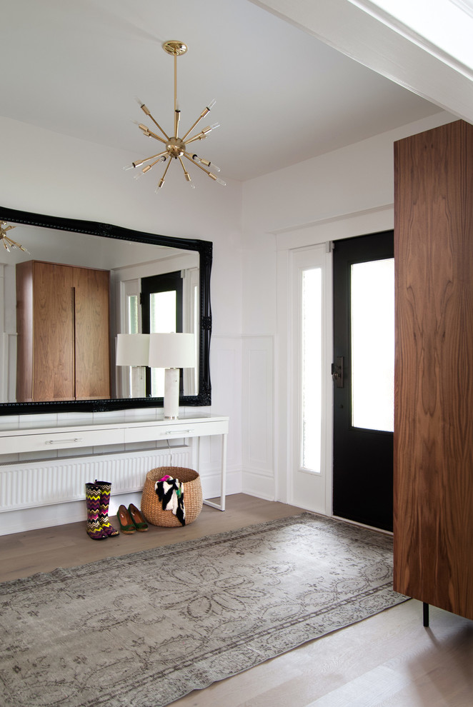 Transitional entry hall photo in Toronto