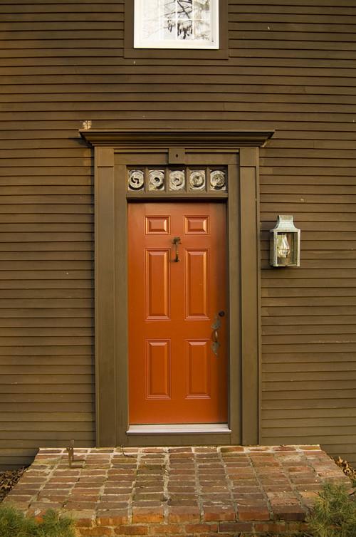 puerta de entrada principal color naranja