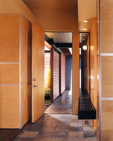 Schein Residence modern-entry
