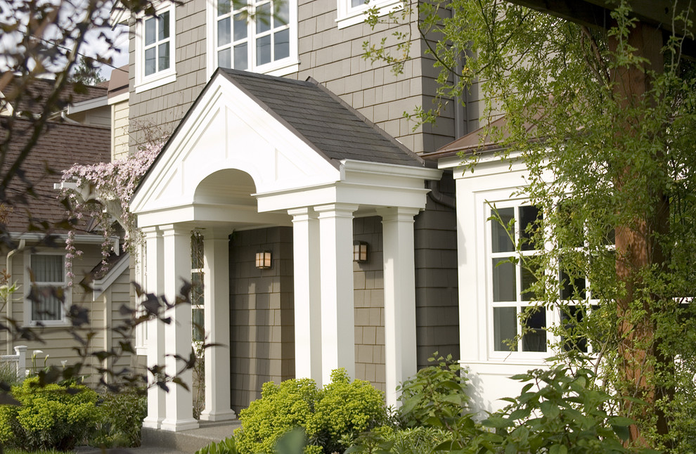 Entryway - mid-sized traditional entryway idea in Seattle