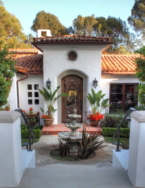 Spanish colonial revival traditional entry los for Award winning courtyard designs