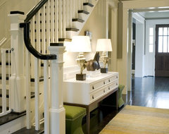 Stair traditional-entry