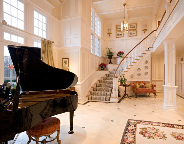 Stately Retreat traditional-entry