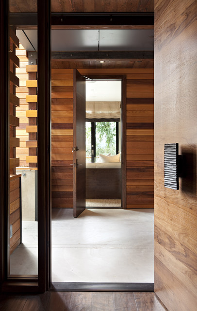 The Hillside House modern entry