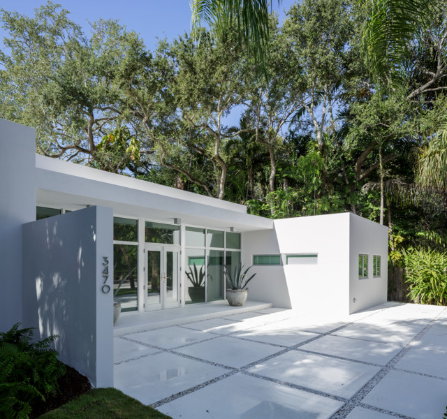 The Moorings contemporary-entry