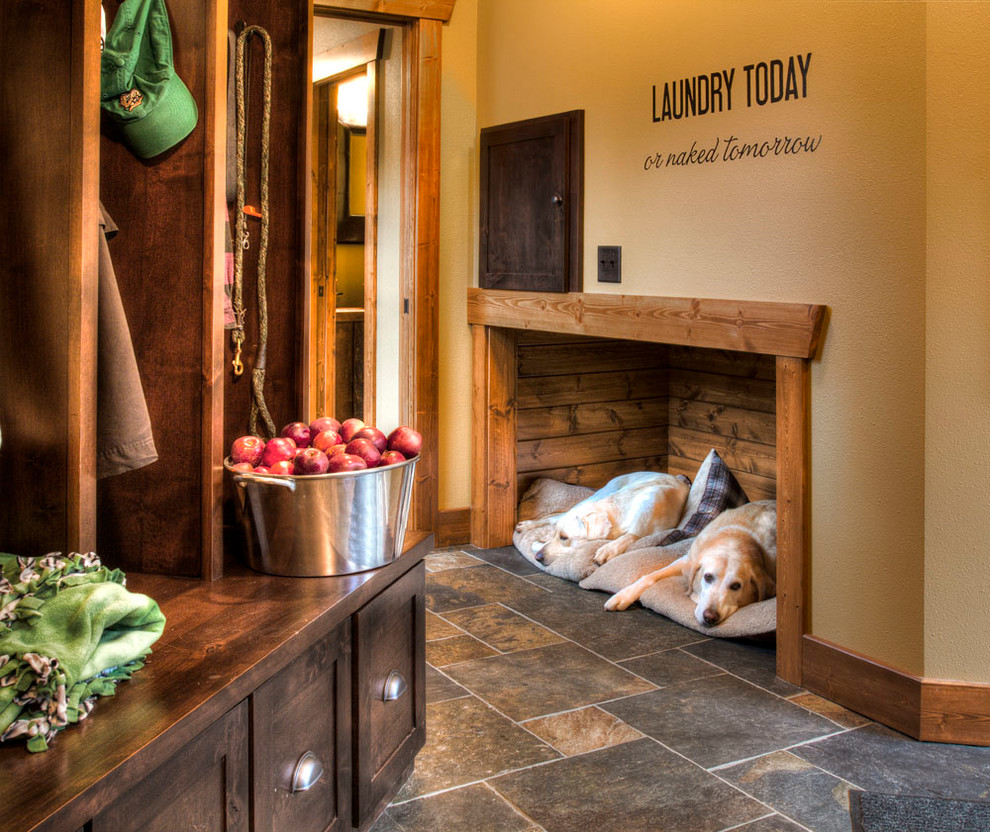 Mountain style mudroom photo in Minneapolis with beige walls