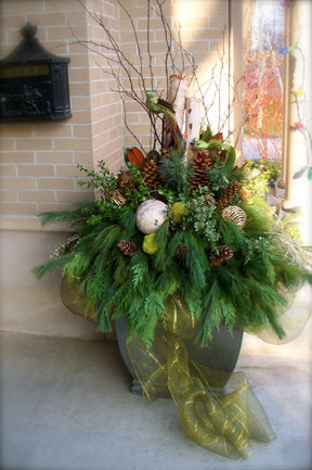 Urnart Holiday Urn #2: traditional entry