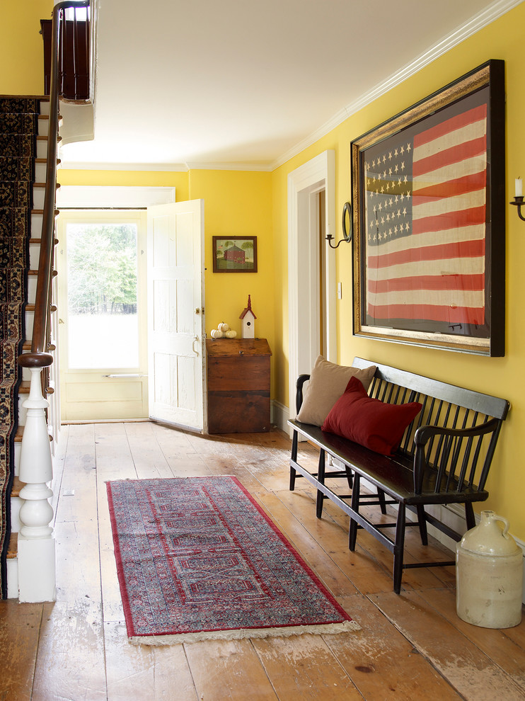 Cottage entryway photo in New York