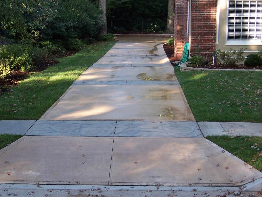 Warson Woods, Missouri Colored Concrete Driveway with Stamped Concrete Bands