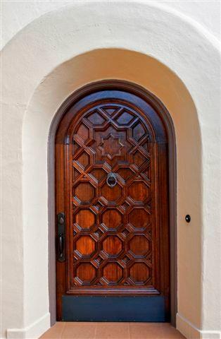 Entryway - mediterranean entryway idea in San Francisco