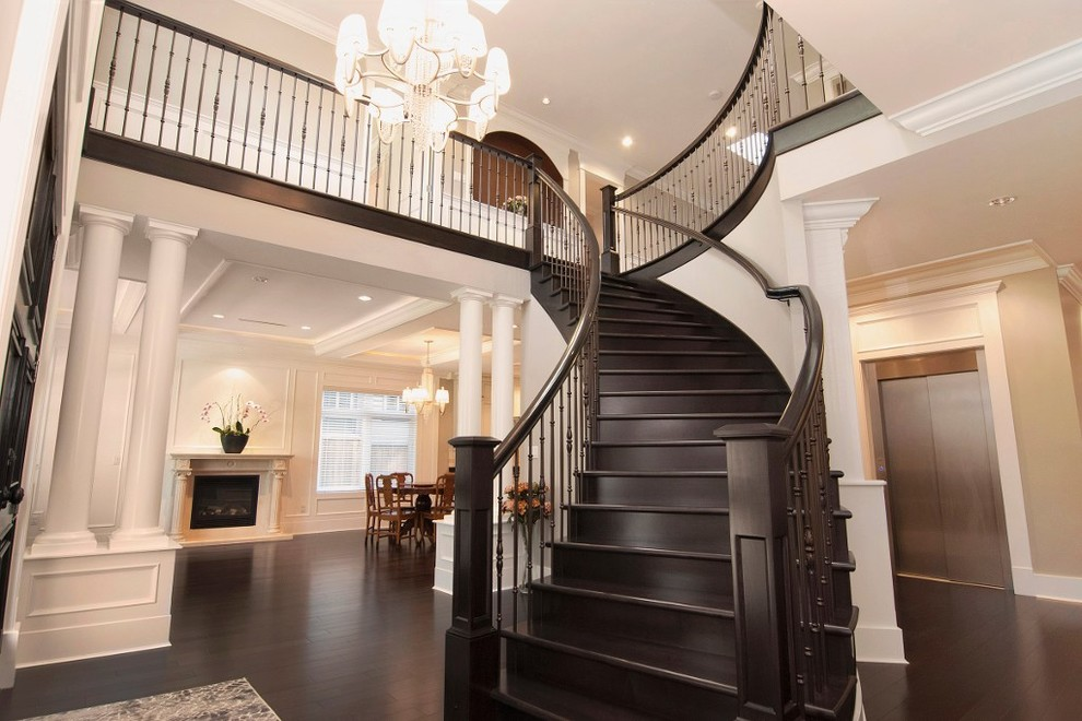 Example of a classic entryway design in Vancouver