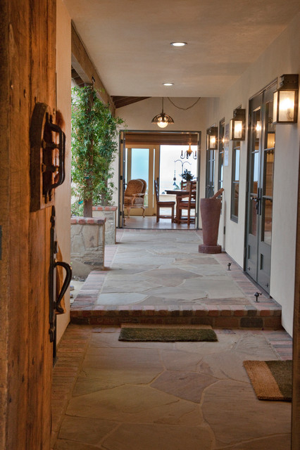 Wineberg Residence traditional-entry