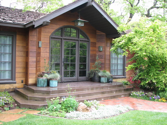 Wooded Cottage traditional-entry
