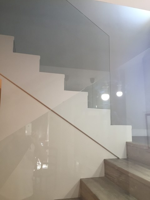 Detalle barandilla de cristal contempor neo escalera - Barandillas cristal para escaleras ...