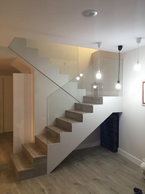 Escalera barandilla cristal contempor neo escalera otras zonas de m3 reformas - Barandilla cristal escalera ...