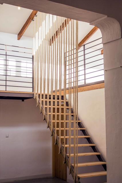 Escalera con cuerda de esparto for Escaleras 7 escalones