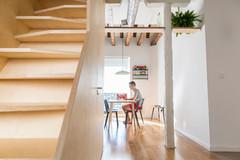 Casas Houzz: Una escalera transforma un ático con vistas a Madrid