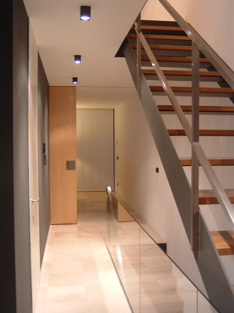 Vivienda unifamiliar entre medianeras contempor neo for Escaleras de viviendas