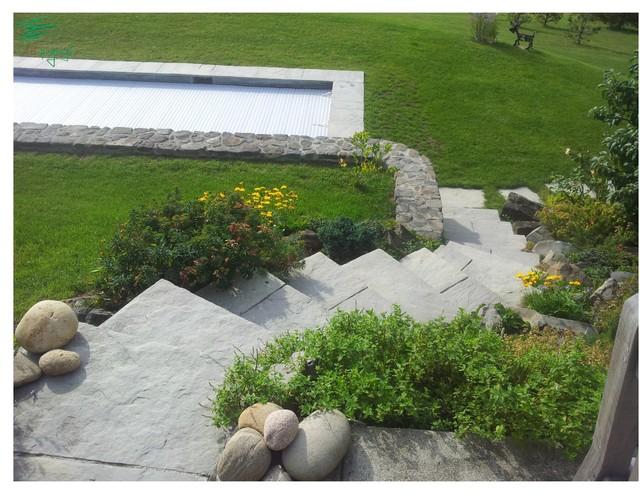 am nagement paysager autour d 39 une magnifique piscine classique chic escalier clermont. Black Bedroom Furniture Sets. Home Design Ideas