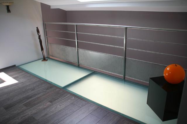 dalle de sol moderne escalier other metro par miroiterie righetti. Black Bedroom Furniture Sets. Home Design Ideas