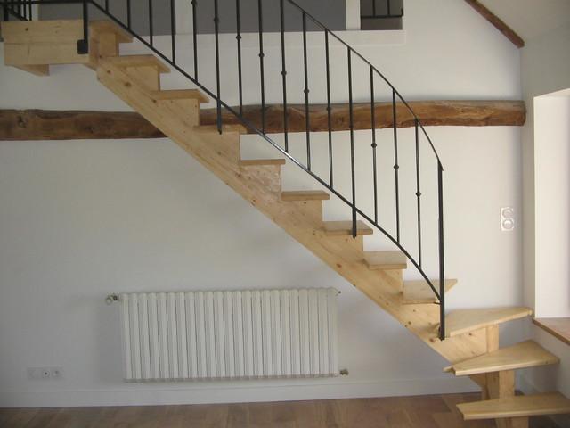 escalier limon centrale avec garde corps en m tal. Black Bedroom Furniture Sets. Home Design Ideas