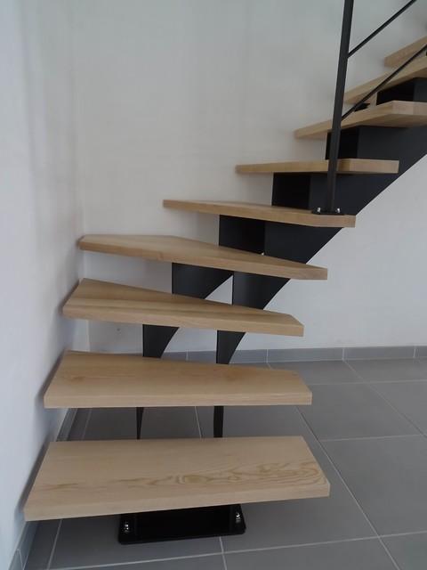 Escalier acier 1 4 tournant double limon central marches - Rangement sous escalier tournant ...