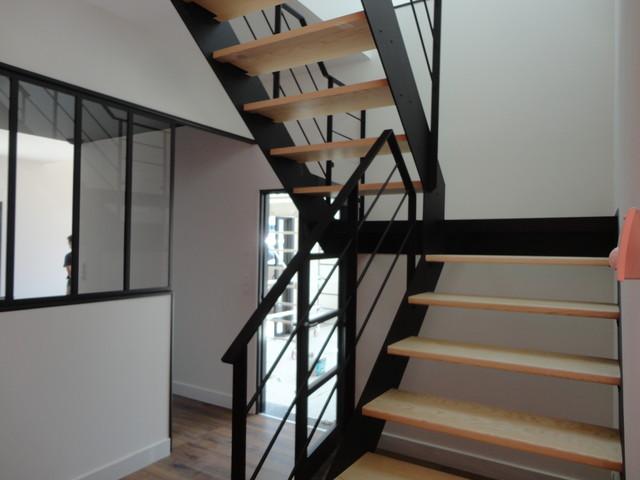 Escalier Acier - Bois et palier intermédiaire Verre ...