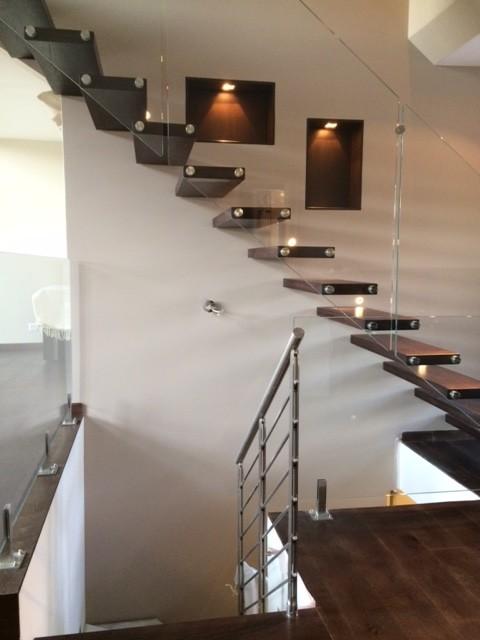 escalier autoportant balustrade en verre contemporain. Black Bedroom Furniture Sets. Home Design Ideas