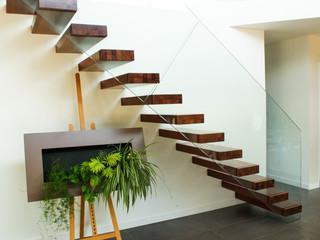escalier ego contemporain escalier angers par escaliers hibert partenaire treppenmeister. Black Bedroom Furniture Sets. Home Design Ideas