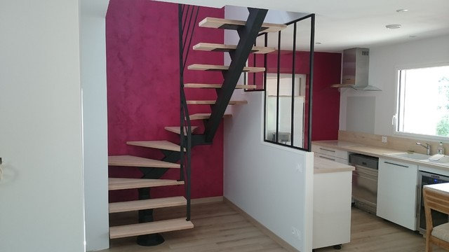 escalier limon central moderne escalier saint tienne par concept id metal. Black Bedroom Furniture Sets. Home Design Ideas