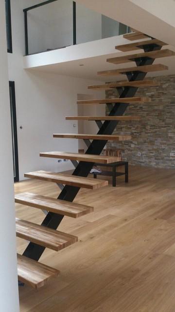 escalier limon central. Black Bedroom Furniture Sets. Home Design Ideas