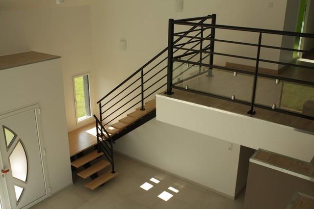 escalier poutre centrale avec garde corps - Modern - Staircase ...
