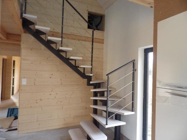 escaliers limon central m tal. Black Bedroom Furniture Sets. Home Design Ideas