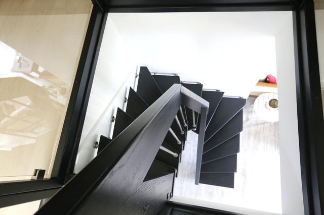 Garde corps en bois teinté noir - Contemporain - Escalier - Nice ...