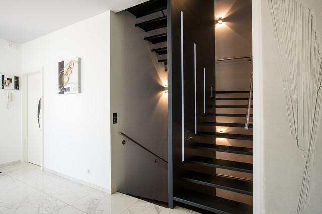 L 39 Escalier En Acier Laqu Avec R Tro Clairage Contemporain Escalier Other Metro Par