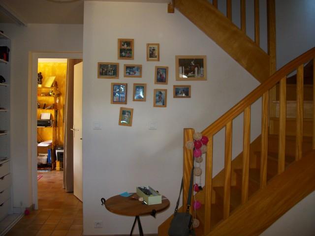 l 39 escalier et l 39 entr e avant mise en peinture moderne escalier brest par isack d coration. Black Bedroom Furniture Sets. Home Design Ideas