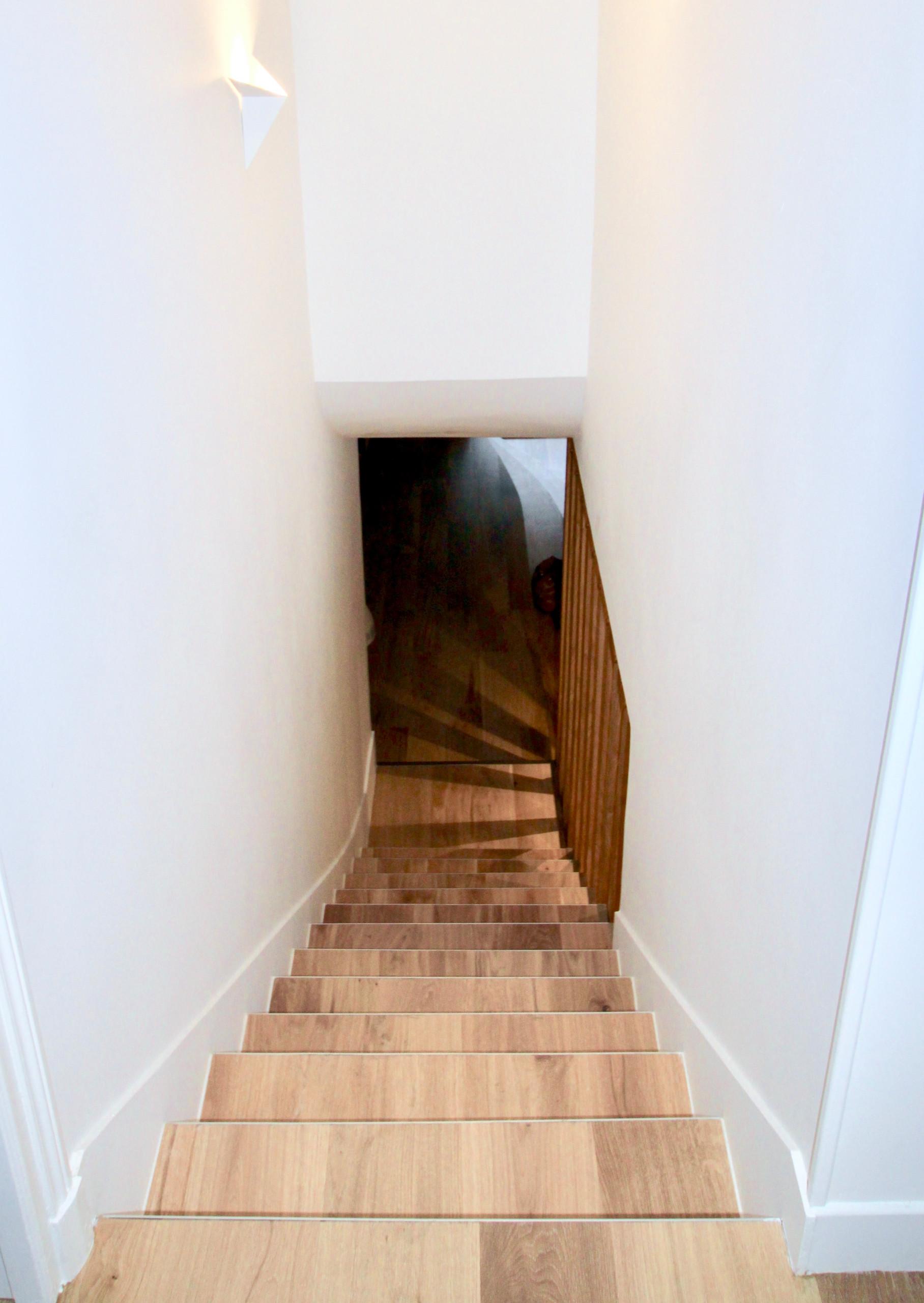 l'escalier habillé de parquet en chêne