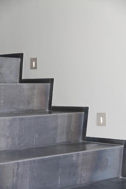 Maison contemporain contemporary staircase grenoble for Decoratrice d interieur