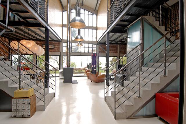 Maison loft transformation d 39 une usine en loft for Eclairage exterieur usine